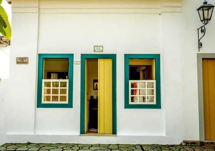 Casa de charme em pracinha do Centro Histórico