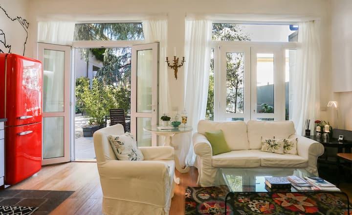 Veranda con giardino privato next fondazione Prada