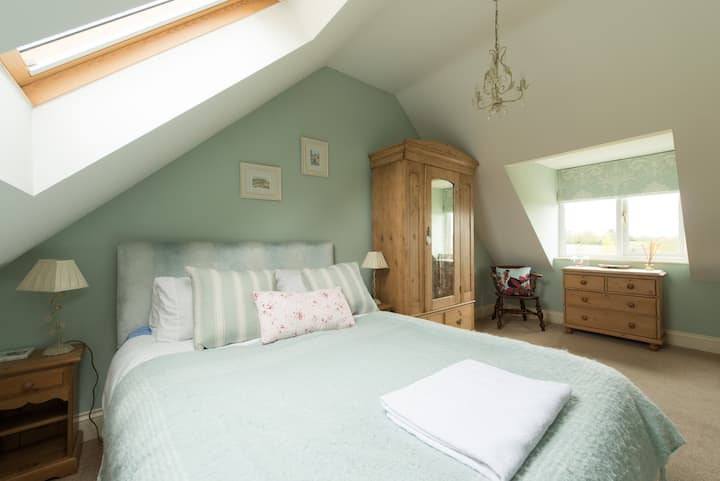 Country cottage Kingsize room w bathrm & breakfast