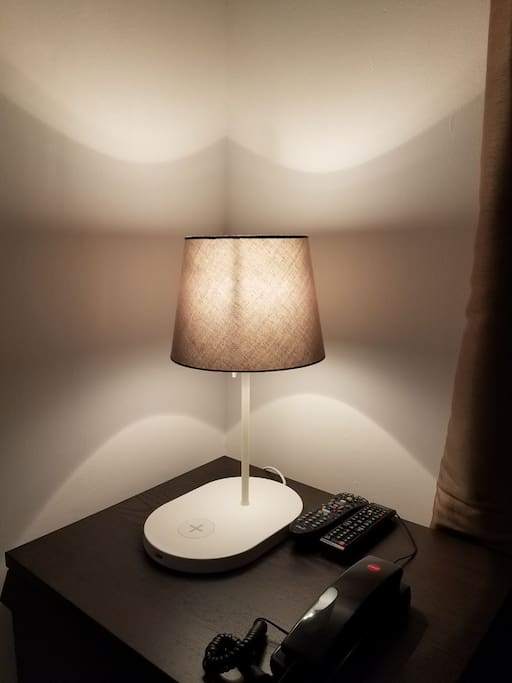 Smart Night Lamp: WIRELESS charging for your smartphone on the go!