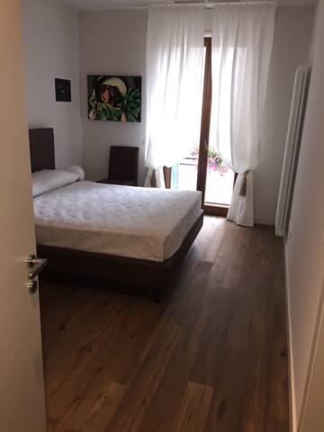 Camera Matrimoniale/ CENTRO - Verona - Apartamento