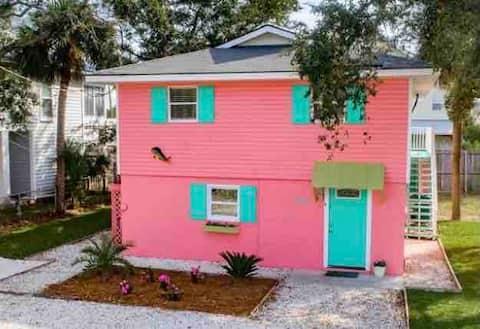 Bubble Gum Lodge 2 blocks to Beach!