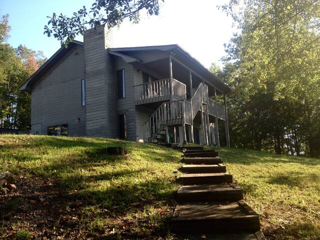 Lake House Getaway - Six Mile