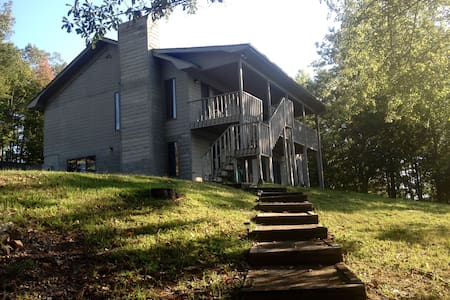 Lake House Getaway - Six Mile - Huis