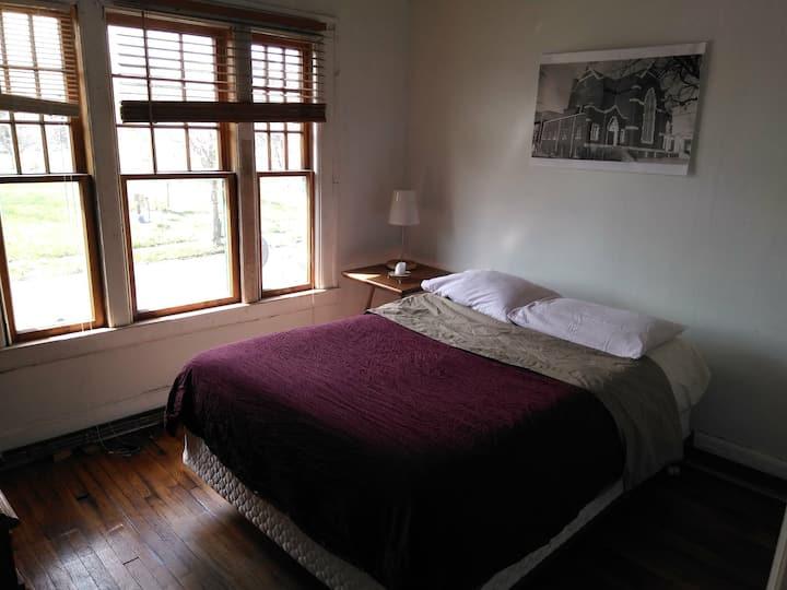 Room #4 queen bed