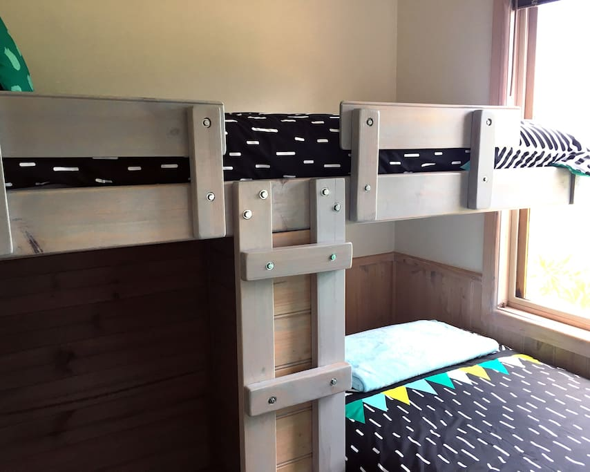 Bedroom 2: Two single bunk-beds