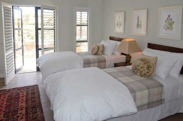 Vineyard Views Country House Luxury Room 1 - Riebeeck Kasteel - Wikt i opierunek