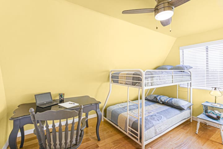 2nd level Cabin quarters