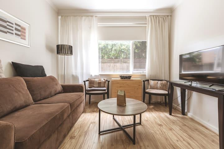 Comfortable, Cosy 1BR Apartment in Prahran