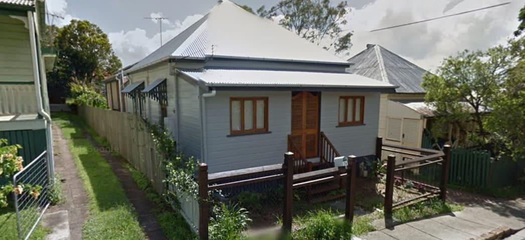 GABBA ACCOMODATION -  1 Bedroom avail w parking. - Woolloongabba - Casa