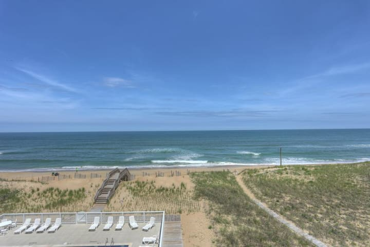 TSC404* Seaclusion* Oceanfront* Community Pool* Walk to shops & restaurants