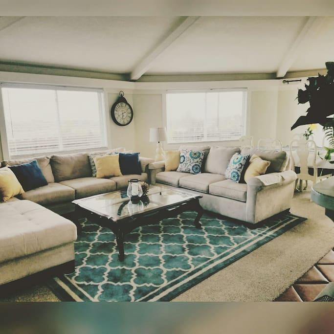 Spacious Living Area w/comfortable Queen Sleeper Sofa