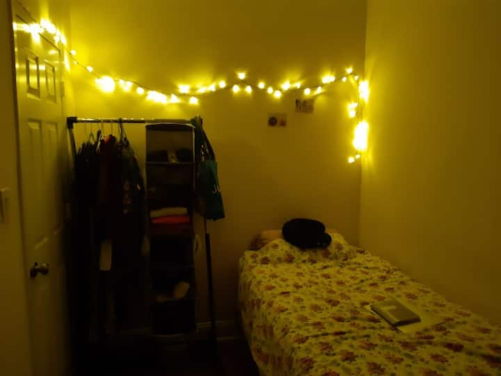 Affordable, cozy room in great location -Manhattan