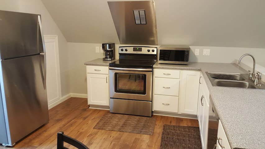 Suburban Mountain Top Apartment - Greenville - Apartamento