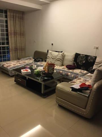提供客厅、厨房、娱乐室!~ - Enshi - Leilighet