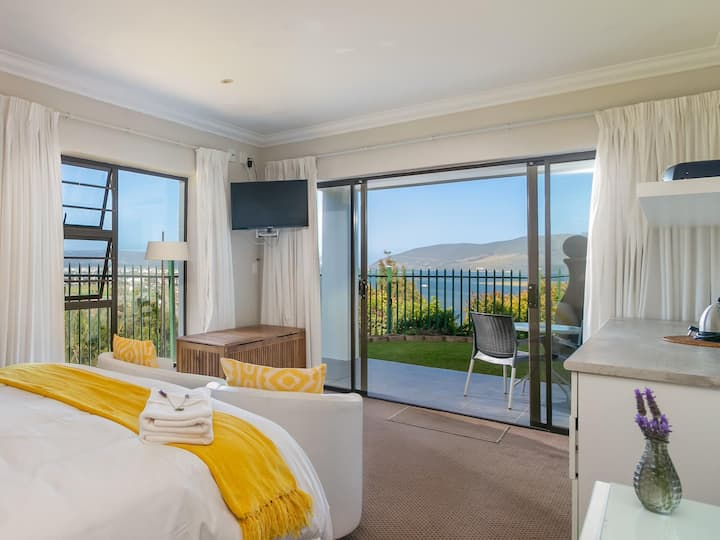 Paquita Suite at 6 on Protea with Garden & Views