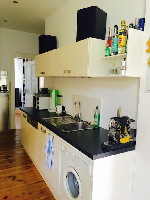 Küche mit Spül- und Waschmaschine (Kitchen including dish washer and washing mashine)