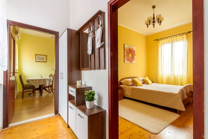 Two-Bedroom Suite - Ideal location near the Palace