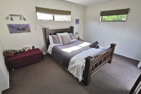 Warm, Modern Studio-Ensuite Close to Airport & CBD