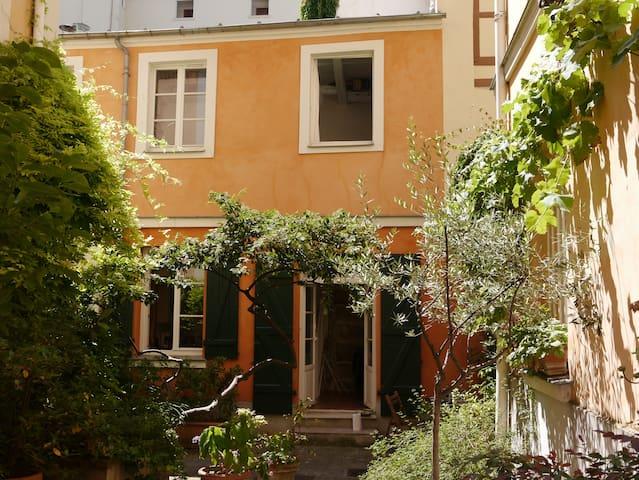 Duplex sur cour 31 m2 Paris Quartier latin