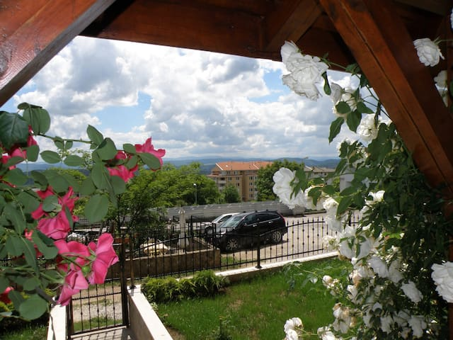 Apartments Kaloyan - new eqiped apartments for long or short stay