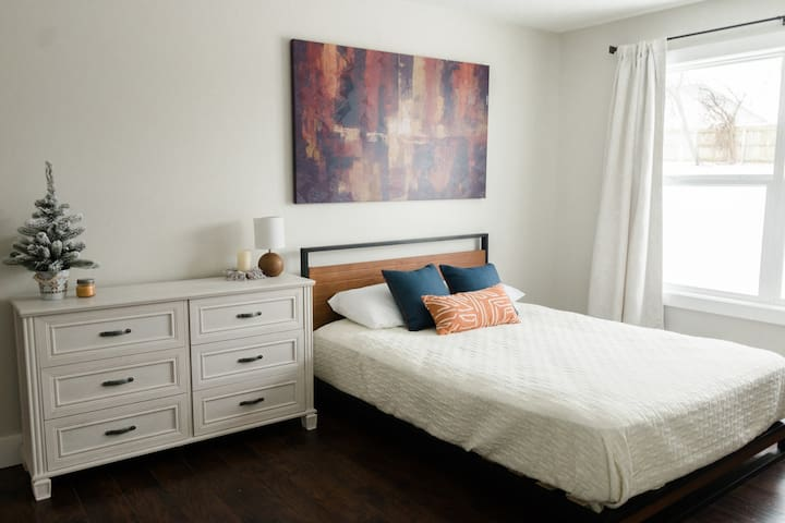 Newly Renovated Private Retreat-South Springfield