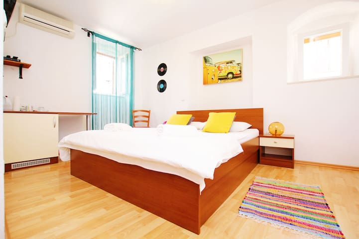 Double Room in Trogir, Ivanka 3 - Trogir - Bed & Breakfast