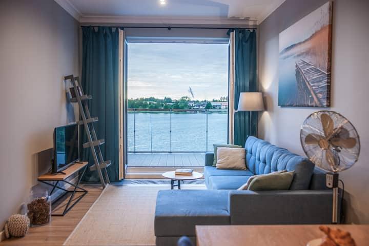 Apartament z tarasem z widokiem na jezioro