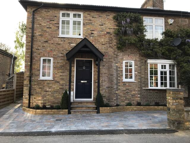 Modern Spacious Home - Wentworth/Windsor/Ascot