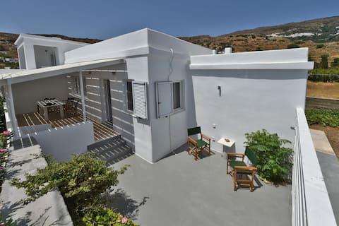 Casa à beira-mar na baía de Kardiani/Giannaki|Agnes 's Home