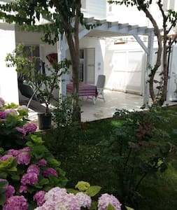 Peaceful historical house with garden and pool - Adalar - 独立屋