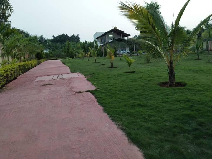 HoneyNest+pool+Garden,50Beds,1- 200capacity party