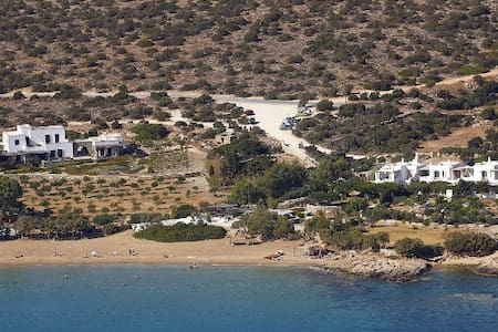 Charming Villa on the beach - Paros