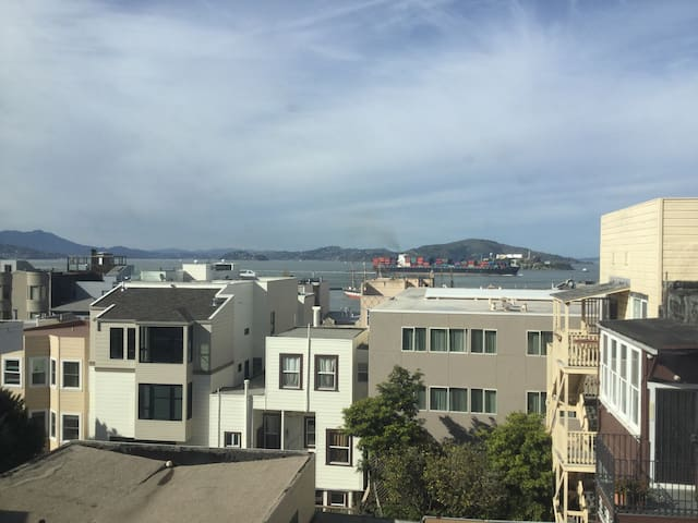 Great Location Great Views Newly Updated Unit - San Francisco  - Apartment