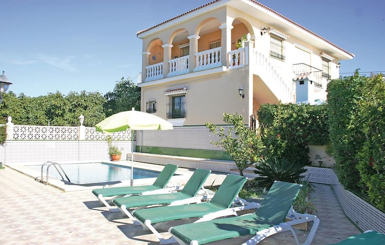 Holiday cottage with 3 bedrooms on 60 m² in Torrox