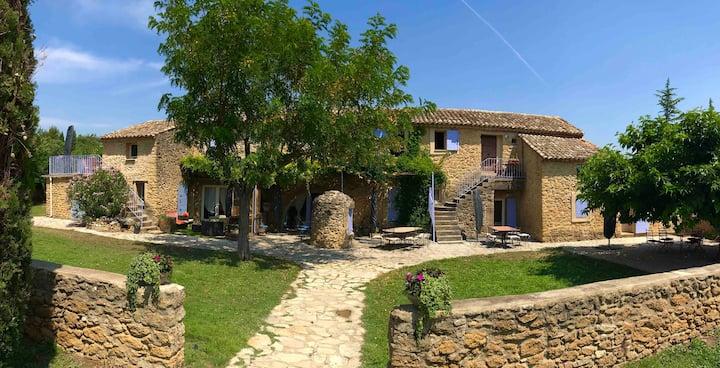 Appartements dans magnifique Bastide provençale