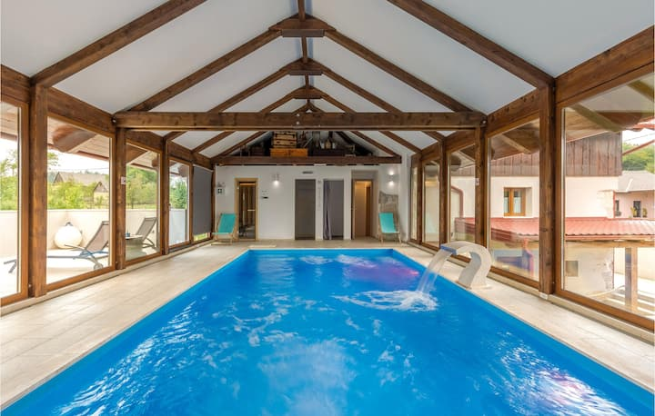 Stunning home in Gospic with Sauna, WiFi and 6 Bedrooms