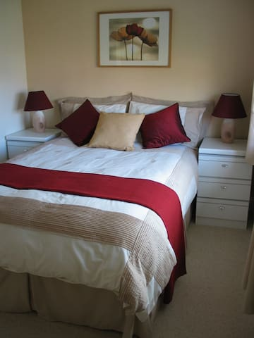 Light and airy room in a warm friendly house - Stokenchurch - Huis
