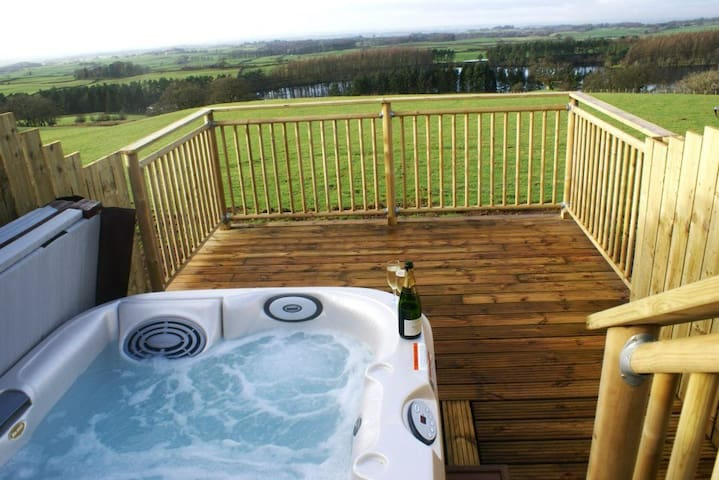 Gill Cottage (Hot Tub)