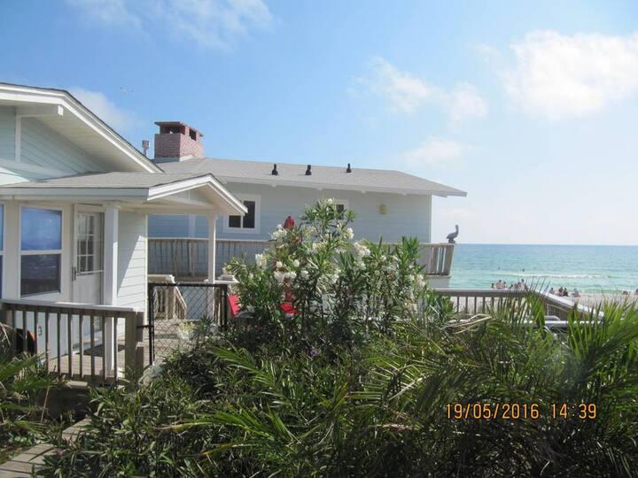 Aqua-Holic Beach Front Cottage