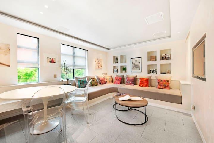 Stunning Designer's home for 2, South Kensington