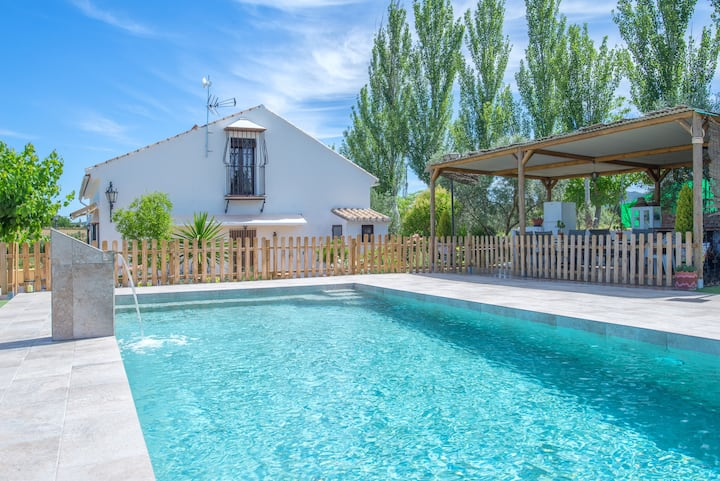 Holiday Home Villa Victoria with Garden, Saltwater Pool, Terrace & Wi-Fi; Parking Available, Pets Allowed