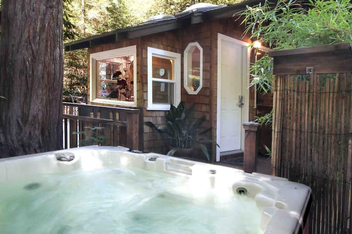 BABBLE-ON: Hot Tub@Redwoods | *Seasonal Firepit