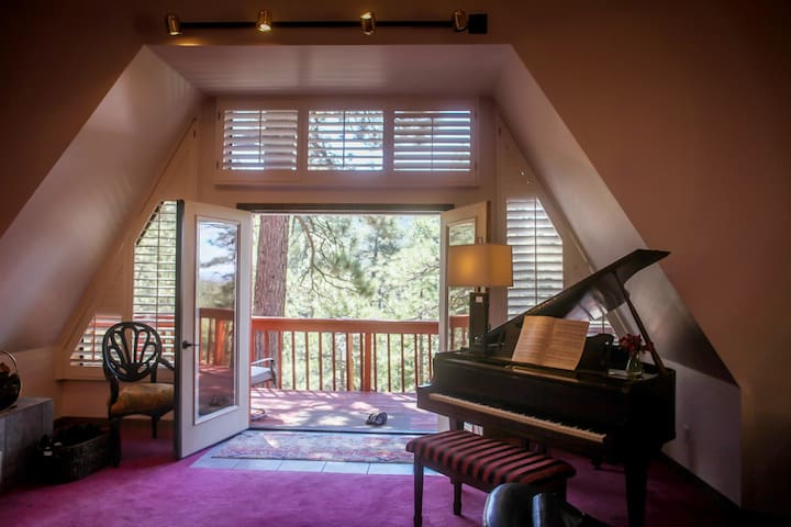 Double French doors allows you to bring the outside in. Come experience Idyllwild and your ideal Idyllwild Getaway