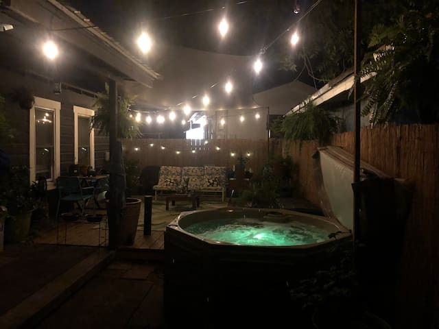 East Austin Luv Nest with Hot Tub