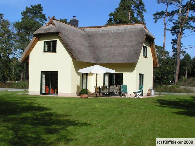 Reet-gedecktes Ferienhaus am Haff - Zirchow