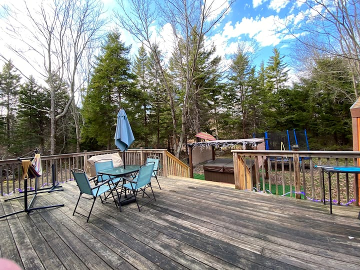 Luna's place; Hot tub, Pool table, Amenities