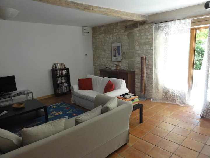 Le Chai, luxury 3 bed house; terrace,pool, wifi.