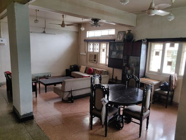 Spacious & Cozy Room in South Mumbai