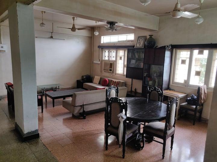 Spacious & Cozy Room in South Mumbai